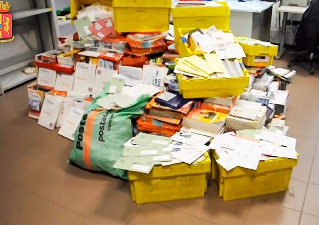 В Италии ленивый почтальон за 8 лет собрал дома полтонны чужих писем