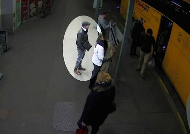 Кража чемодана из автобуса на пражском вокзале попала на видео