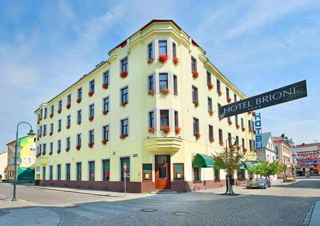 Чешский суд смягчил наказание отелю, отказавшемуся селить россиян из-за Крыма
