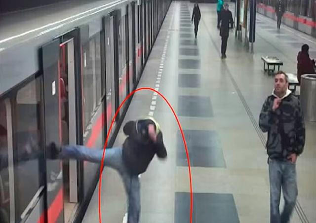 Пражская полиция задержала «карате-вандала»