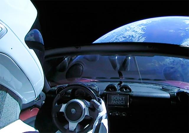 Ракета-носитель Falcon Heavy отправила в космос спорткар Маска