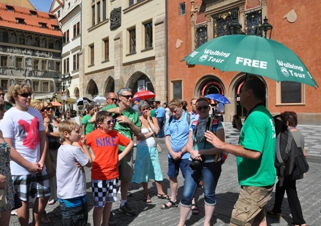Прага решила покончить с нелицензированными гидами