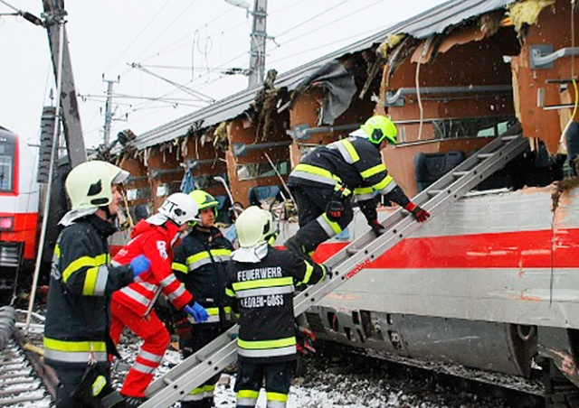 В Австрии «необъяснимым образом» столкнулись два пассажирских поезда