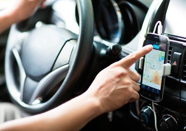 Uber в Чехии перестанет нанимать водителей без лицензии таксиста