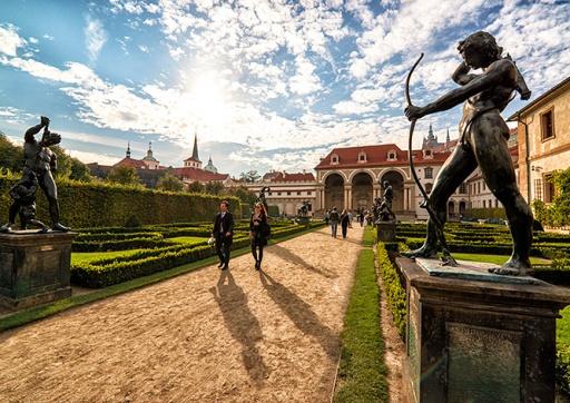 Пражан пригласили на бесплатные концерты в Вальдштейнском саду