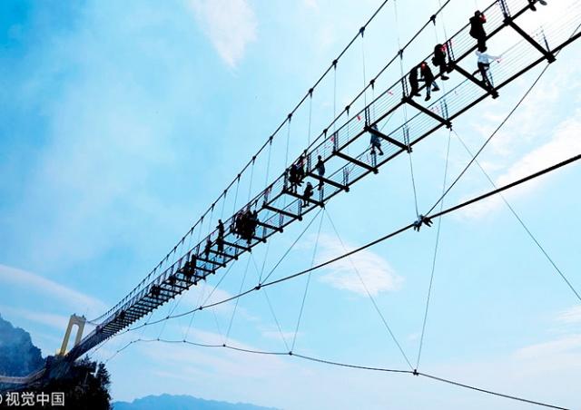 В Китае открыли самый высокий в стране стеклянный мост