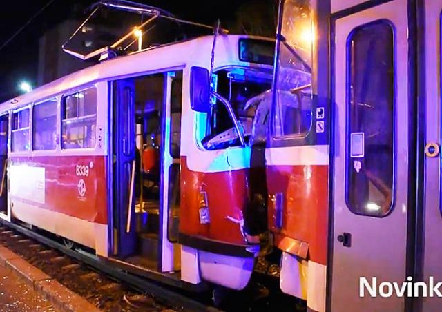 В Праге столкнулись два трамвая