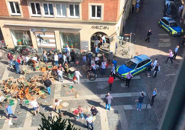 Автомобиль въехал в толпу людей в Германии: есть жертвы