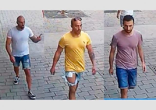 Иностранцы избили официанта в центре Праги: видео