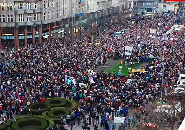 «Чехия – не Россия»: на митинг против Бабиша в Праге вышли 10 тыс. человек