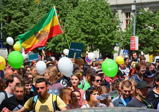 Марш за легализацию марихуаны в Праге собрал 8 тыс. участников