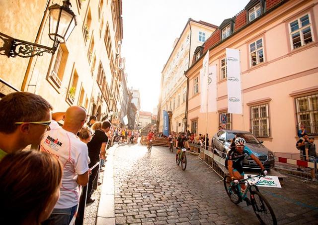 Велосипедисты устроят гонку по лестницам Пражского Града