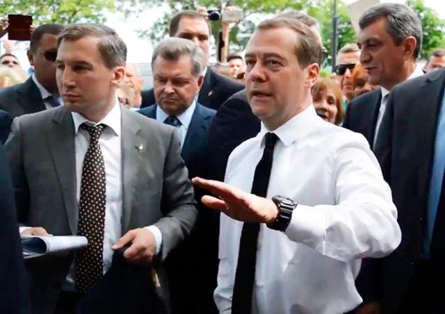 Героине мема «Денег нет, но вы держитесь» подняли пенсию на 450 рублей