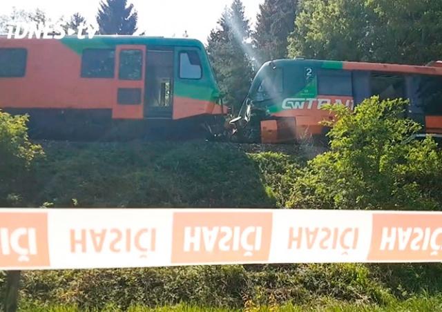 Два пассажирских поезда столкнулись на юге Чехии