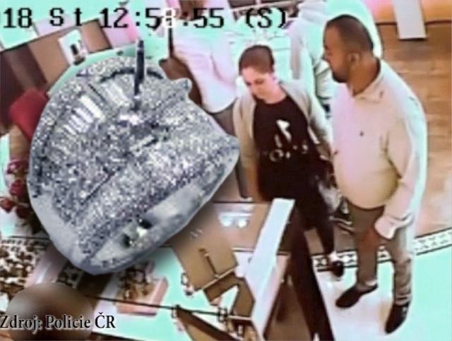 В Карловых Варах иностранцы украли из магазина перстень за 1,5 млн крон: видео