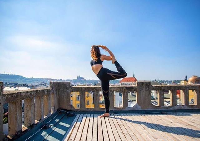 На крыше пражского дворца Люцерна пройдут бесплатные уроки йоги