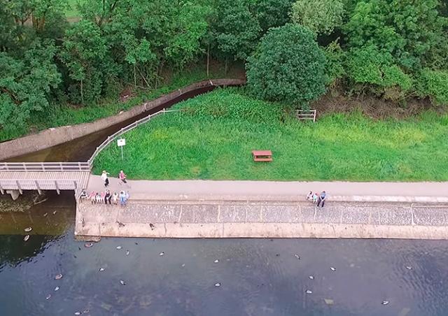 Падающий в озеро дрон заснял свое чудесное спасение: видео