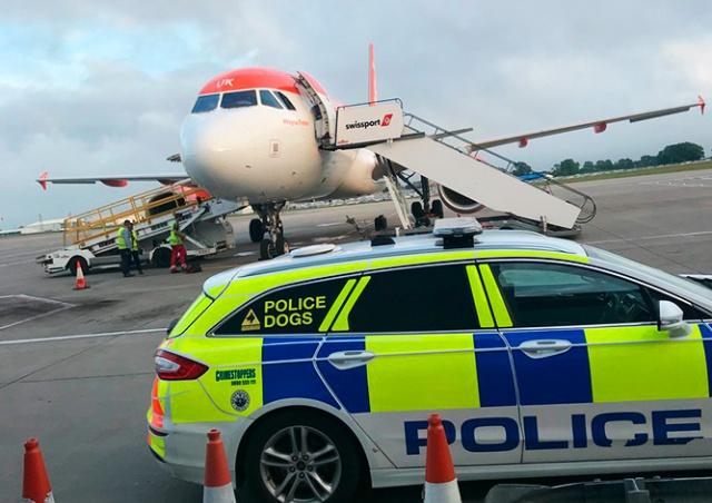 Рейс в Прагу отменили из-за пьяного дебоша на борту