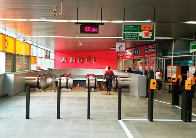 После ремонта открылся второй вход на станцию метро Anděl