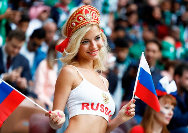 Самая красивая болельщица России оказалась порнозвездой