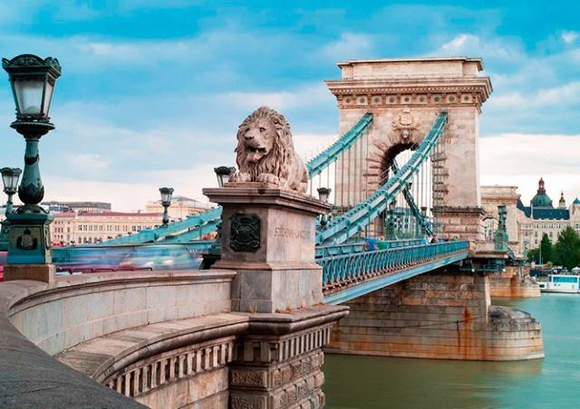 Уилл Смит станцевал на вершине цепного моста в Будапеште: видео
