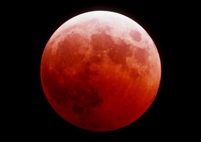 Сегодня вечером жители Чехии увидят «кровавую» Луну