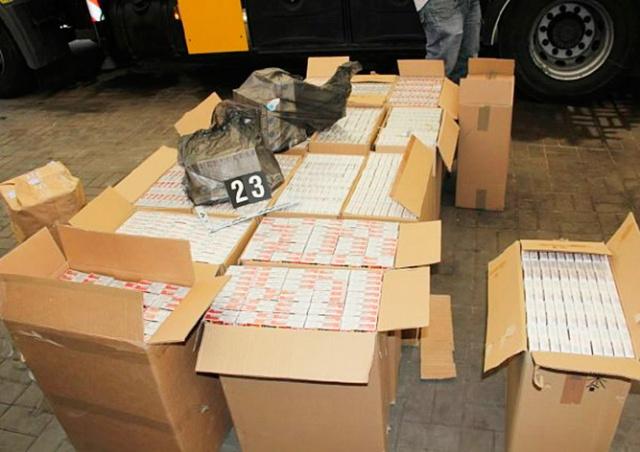 В Чехии водитель попал в ДТП на машине, забитой нелегальными сигаретами