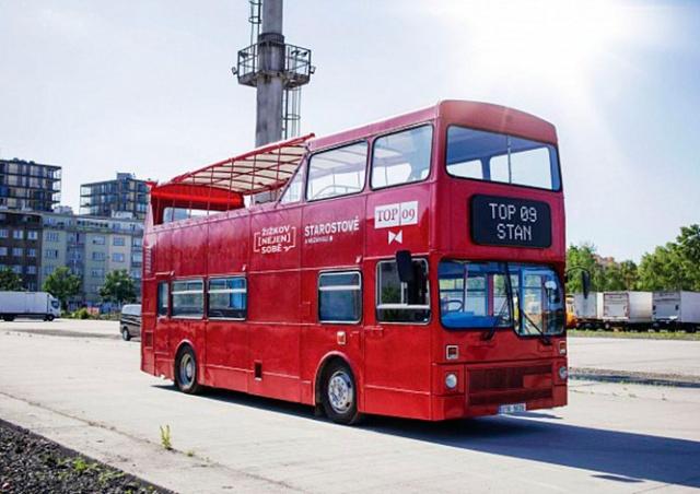 Пражан пригласили на бесплатные экскурсии на лондонском даблдекере