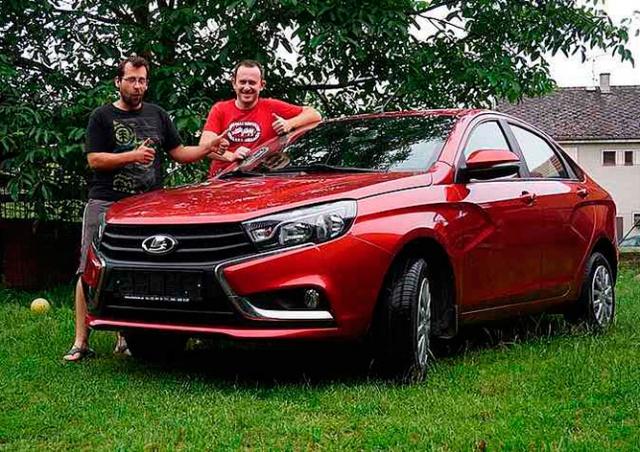 «АвтоВАЗ» подарил чешским путешественникам LADA Vesta