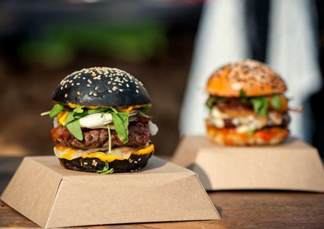 В Праге начался фестиваль бургеров BurgerFest