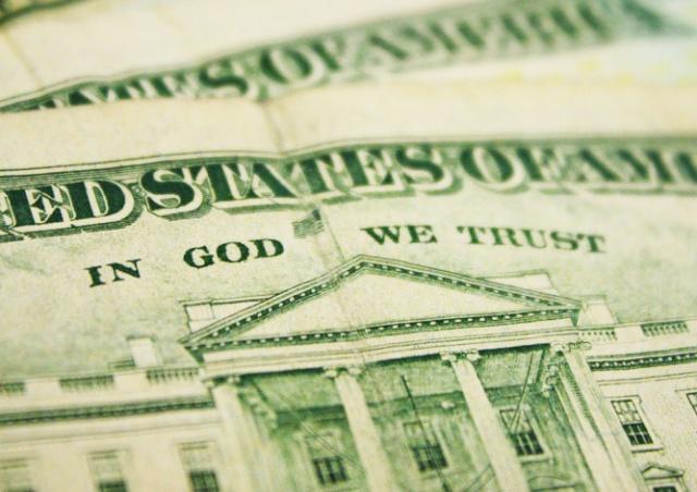 Суд решил судьбу надписи «In God We Trust» на американских долларах