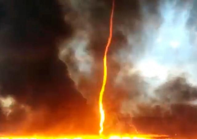 Огненный торнадо поднялся над горящим заводом: видео