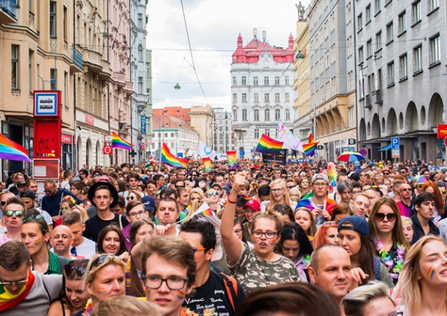 Субботний гей-парад ограничит движение транспорта в Праге
