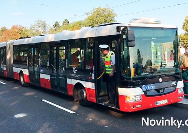 В Праге автобус столкнулся с фургоном: 11 пострадавших
