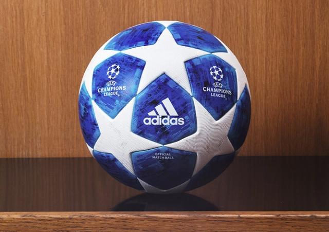 Мяч Лиги чемпионов впервые стал синим