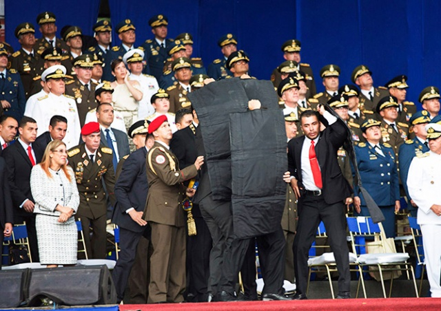 На президента Венесуэлы совершено покушение при помощи дронов: видео