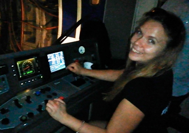 Машинист пражского метро дал «порулить» поездом двум девушкам