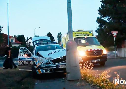В Праге произошла авария с участием полицейского авто: 5 пострадавших