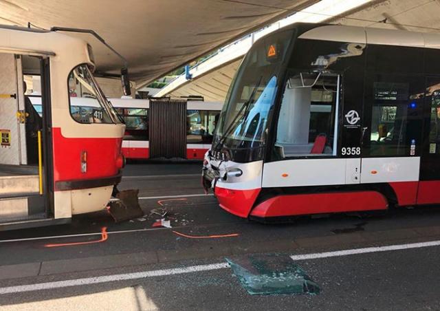 В Праге столкнулись трамваи: семь пострадавших