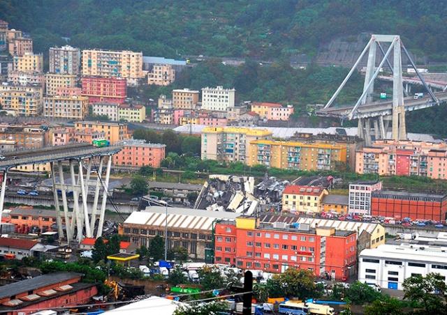 В Италии обрушился автомобильный мост: не менее 35 человек погибли