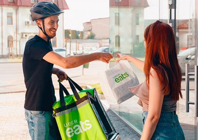 В Праге заработал сервис доставки еды Uber Eats