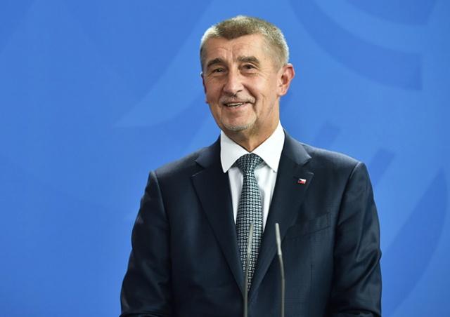 В самолете премьер-министра Чехии произошел выстрел
