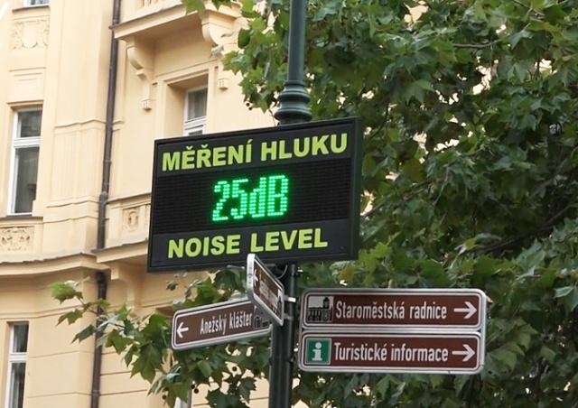 В центре Праги установили измеритель уровня шума
