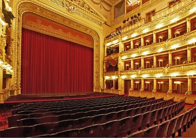 Национальный театр объявил скидку на все представления сентября