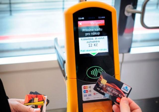 Во всех пражских трамваях можно будет оплатить проезд банковской картой