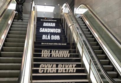 В датском метро появилась матерящаяся на русском лестница