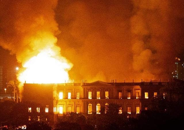 Сгорел Национальный музей Бразилии