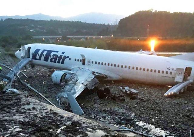 В Сочи самолет выкатился за пределы ВПП и загорелся: 18 пострадавших