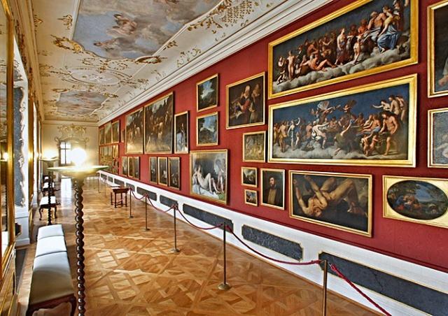Роскошный дворец Минкульта в Праге на один день откроется для туристов