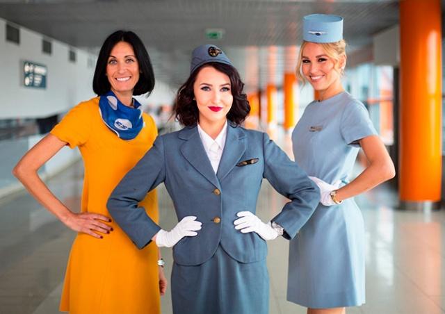 «Чешские авиалинии» одели стюардесс в ретро-униформу: видео